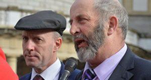 Nuotr.: Įstatymo projektui prieštarauja Kerry Michael ir Danny Healy Rae